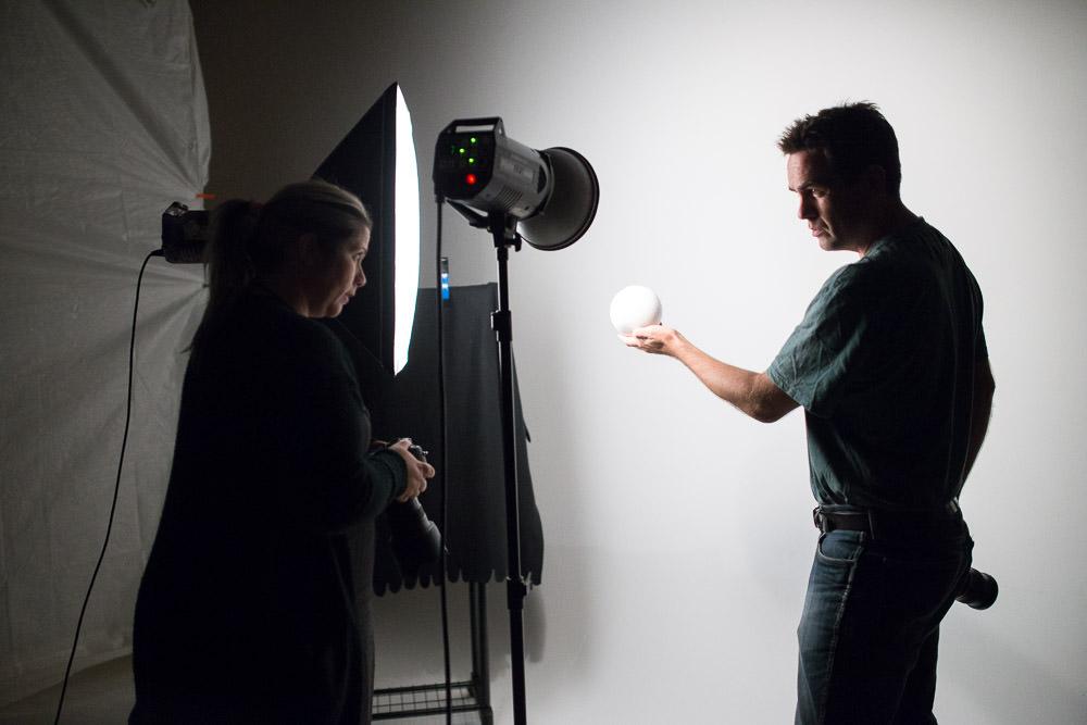 På skolen lærer eleverne at forstå og kontrollere lyset på samme niveau som de gamle fotografiske mestre.