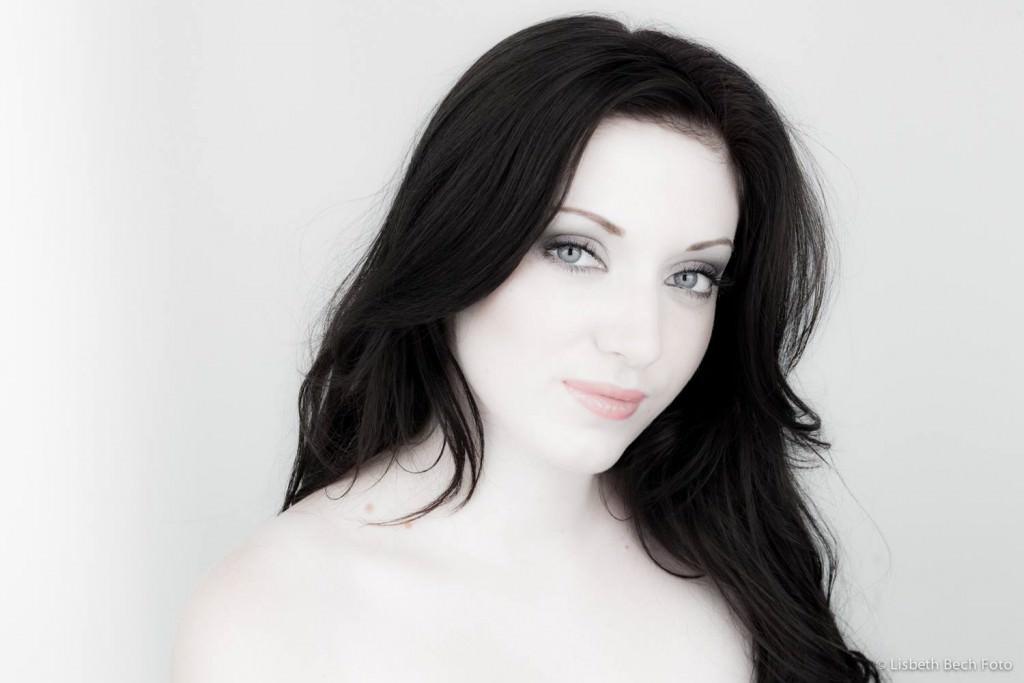 Foto: Lisbeth Bech. :: Model:Elisabeth Lydolph